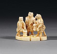 OKIMONO en ivoire et ivoire marin, représentant trois blaireaux en tenue de samurai, l'un tenant un lampion. Signé. (Quelques gerçur...