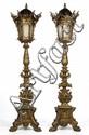 Paire de grandes torchères de forme triangulaire en bois redoré richement sculpté de bustes de femme ailée, de visages, têtes d'enfant,