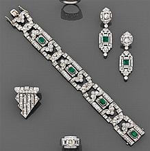 Bracelet joaillerie Il est composé de quatre longs maillons oblongs et repercés