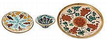 André METHEY (1871-1921) Suite de trois pièces en faience: - petite assiette tronconique sur talon à décor de grappes de raisin en f...