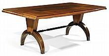 Christian KRASS (1868-1957) Table de salle à manger à structure en chêne et placage de chêne, piètement, formant arcatures en cornes...