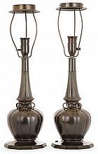 JUST ANDERSEN (1884-1943) Paire de pieds de lampe floral en disko, patines médaille et verte, base bulbaire godronnée, fût tronconiq...