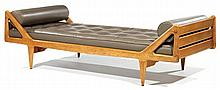 Luigi PAOLOZZI (XXe) An oak daybed, reupholstered with taupe leather. Height. 23 1/4 in. - Lenght. 77 1/8 in. - Width. 34 in.