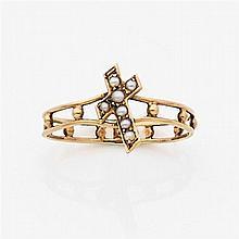 Bague dizainier en fil d'or jaune à deux corps ornée d'une petite croix sertie de demi-perle, le corps porte dix petites boules en o...