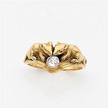 René BOIVIN Années 1890 Bague anecdotique en or ciselé représentant deux souris grignotant un diamant en sertie clos. Travail de la ...
