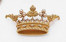 Broche couronne de marquis en or jaune et rose uni, ciselé et amati. Poids brut : 13 gr. Dimensions : 5,5 x 2,9 cm A gold brooch.