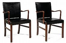 JAKOB KJÆR (1896-1957) Paire de fauteuils néo-classiques, structure en acajou, piétement gaine, galbé à l'arrière, larges accotoirs ...