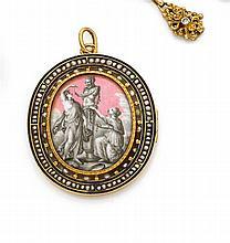 Années 1860 Pendentif souvenir émail Il est orné d'un émail représentant une scène érotique en grisaille à l'antique. Entourage de s...