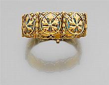 Alexis FALIZE Années 1880 Intéressant bracelet ruban articulé en or 18K composé de sept motifs rectangulaires ajourés et ciselés d'u...
