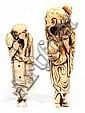 LOT DE DEUX NETSUKE en ivoire sculpté et gravé, le premier représentant un sennin, tenant une branche de kaki, deux fruits reposant ...