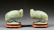 A pair of jade figures, China, 20th century. Socles en bois. H. 3 9/16 in.