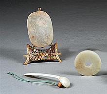 Three jade items, China, ca. 1900 et 20th century. L. (max) 4 1/2 in.