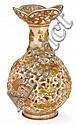 ZSOLNAY Vase balustre en faïence d'inspiration chinoise à large col corolle découpé, circa 1885, l'ensemble de la pièce, à corps dou...
