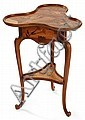Émile GALLÉ (1846-1904) Guéridon-travailleuse, piétement tripode galbé et rainuré se terminant en enroulement à la base, la ceinture...