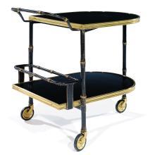 JACQUES ADNET (1901-1984) Table roulante à deux plateaux, piétement tripode reposant sur de hautes roulettes, gainé de cuir noir p...