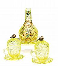 VASE DE NARGHILÉ ET SA SOUCOUPE en verre taillé jaune-vert translucide, à décor de rinceaux et bouquets polychromes et dorés. Bohême...