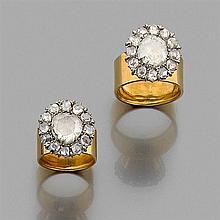 DEUX BAGUES DIAMANTS Elles sont composées d'un châton conique pavé de diamants taillés en rose dont un principal au centre. Monture ...