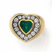 BAGUE ÉMERAUDE COEUR Elle est ornée au centre d'une émeraude cœur dans un entourage de diamants taille brillant