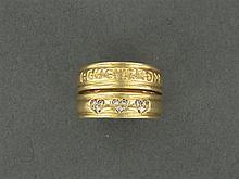 BOUCHERON BAGUE CŒUR en or jaune 18K à deux corps, l'un gravé Boucheron, l'autre à décor de cœurs pavés de diamants taille brillant....