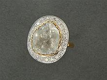GRANDE BAGUE DIAMANT Elle est ornée d'un grand diamant plat taillé en rose dans un entourage de diamants taille brillant Monture en ...