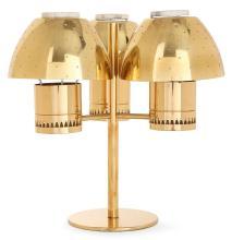 HANS-AGNE JAKOBSSON (1919-2009) Bougeoir en laiton doré à trois lumières