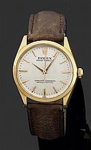ROLEX OYSTER PERPETUAL. RéF. 1002, VERS 1965 Montre bracelet avec boîtier en or jaune. Cadran argenté avec index bâtons appliqués, i...