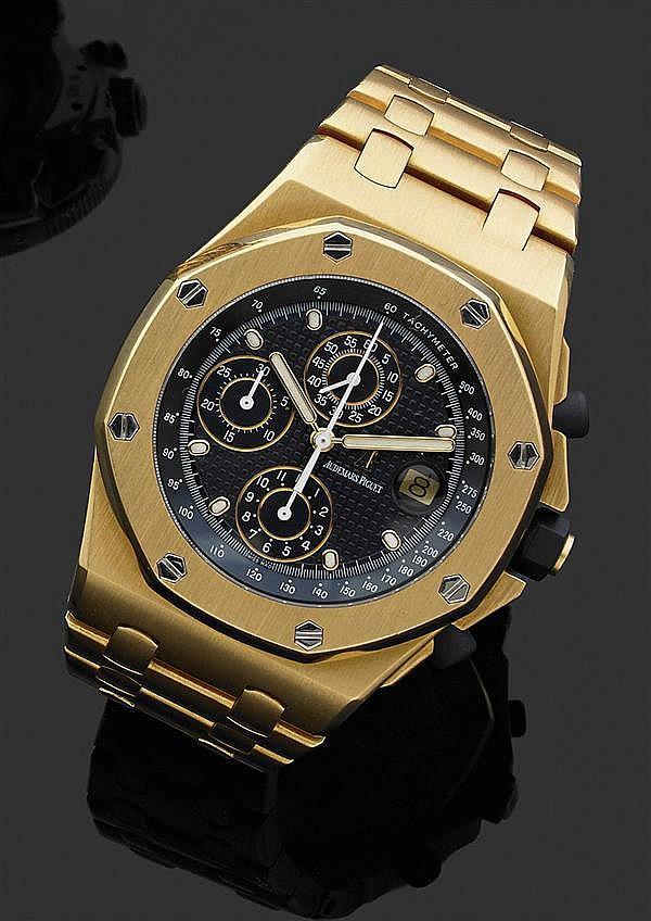 AUDEMARS PIGUET ROYAL OAK OFFSHORE. Réf.25721BA Montre bracelet en or jaune avec chronographe. Boîtier tonneau avec cadran bleu tapi...