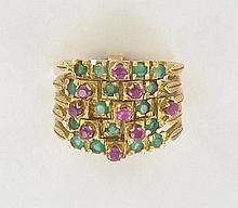 BAGUE DE HAREM  en or jaune 18K composée de 5 anneaux reliés entre eux sertis d'émeraudes et de rubis en chatons à griffes.