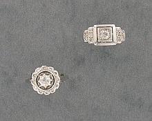 LOT comprenant :  1 BAGUE entourage en or gris 18K ornée d'un diamant taille ancienne serti en chaton à griffes dans un entourage de petits diamants.