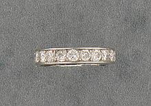 BOUCHERON   ALLIANCE en platine ornée de petits diamants en chatons à griffes.