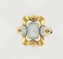 BAGUE  en or jaune 18K ornée d'une aigue-marine et de petits diamants.
