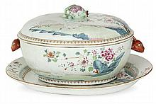 A famille rose chinese export porcelain covered terrineand stand, 18th century. LENGHT. 15 23/64 IN.