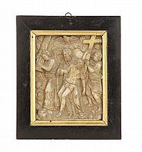 LA DÉPOSITION DE CROIX Plaquette en bas-relief d'albâtre et réhauts de dorure. Atelier de Malines, début du XVIIesiècle. (Encrasseme...
