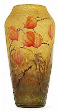 DAUM NANCY Vase ovoïde en verre jaspé jaune, orangé et vert à décor gravé à l'acide et émaillé polychrome de grands physalis