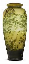 Émile Gallé (1846-1904) Important vase ovoïde en verre multicouche vert sur fond satiné vert et jaune, à décor gravé à l'acide de gr...