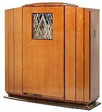 DOMINIQUE-ANDRÉ DOMIN (1883-1962) & MARCEL GENEVRIÈRE (1885-1967) Meuble de collectionneur, circa 1928, formant élégant meuble de pr...
