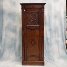 Early 20th century English Oak Carved Wardrobe, 77.5