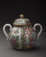 Fencai Porcelain Pot Qing Dynasty