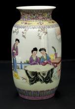 Chinese Qing Dynasty WuCai Porcelain Vase