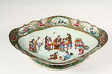 CHINESE EXPORT PORCELAIN PLATEAU - Large Famille Rose Oval Footed Bowl, first half of 19th c