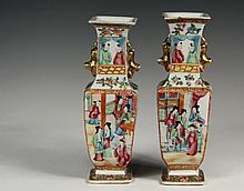 PAIR OF CHINESE PORCELAIN VASES - 19th c