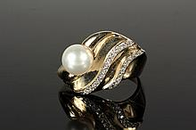 LADY'S RING - Custom Design Ring set with central pearl and (20) diamond melees in 14K yellow gold mount; size 6 1/2. Fne condition.