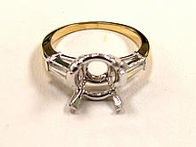 Lady's 18k Yellow Gold & Platinum Ring with Baguette Diamond on side. - L29664