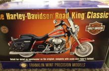 A boxed Franklin Mint 1:10 scale Harley-Davidson Road King classic motor cycle. No riders helmet
