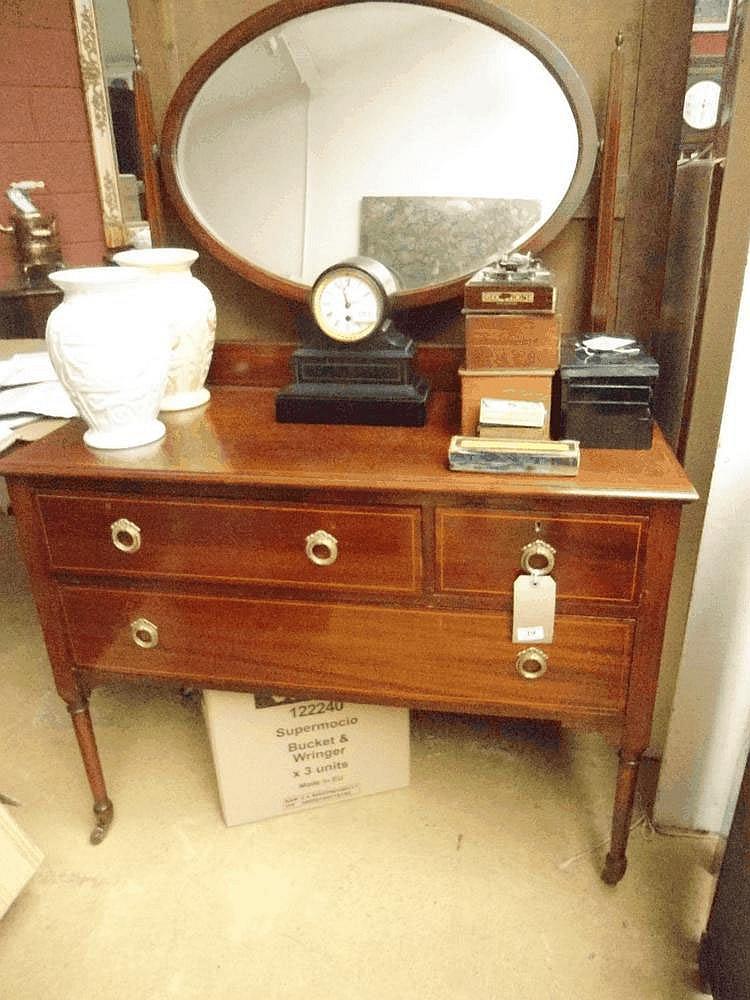 An Edwardian mahogany dressing table