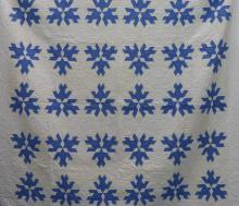 AMERICAN FIRST-HALF 20th-CENTURY HOUR GLASS PATTERN QUILT