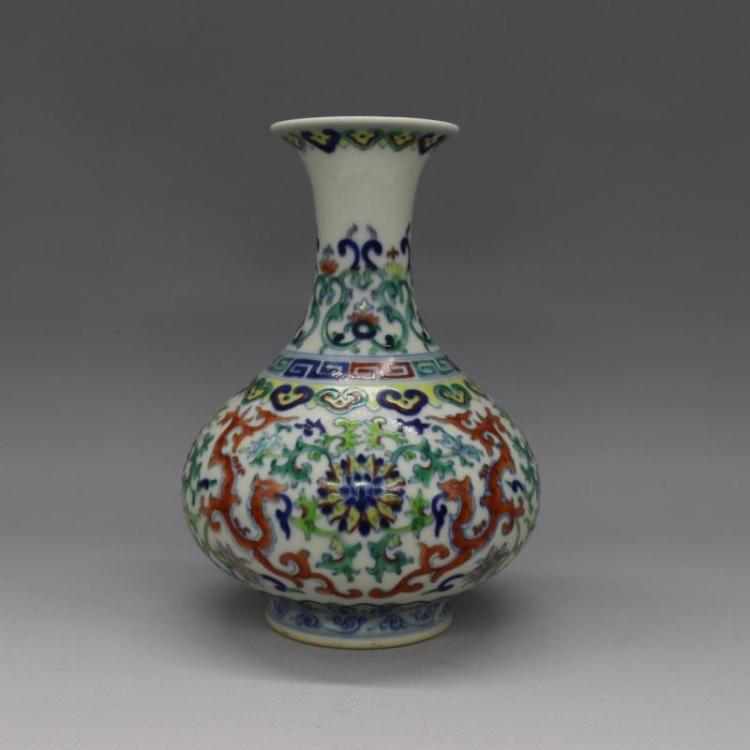 Chinese Qing Dynasty Dragon Glazed Porcelain Vase