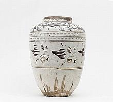 Große Vase mit ornamentalem Dekor