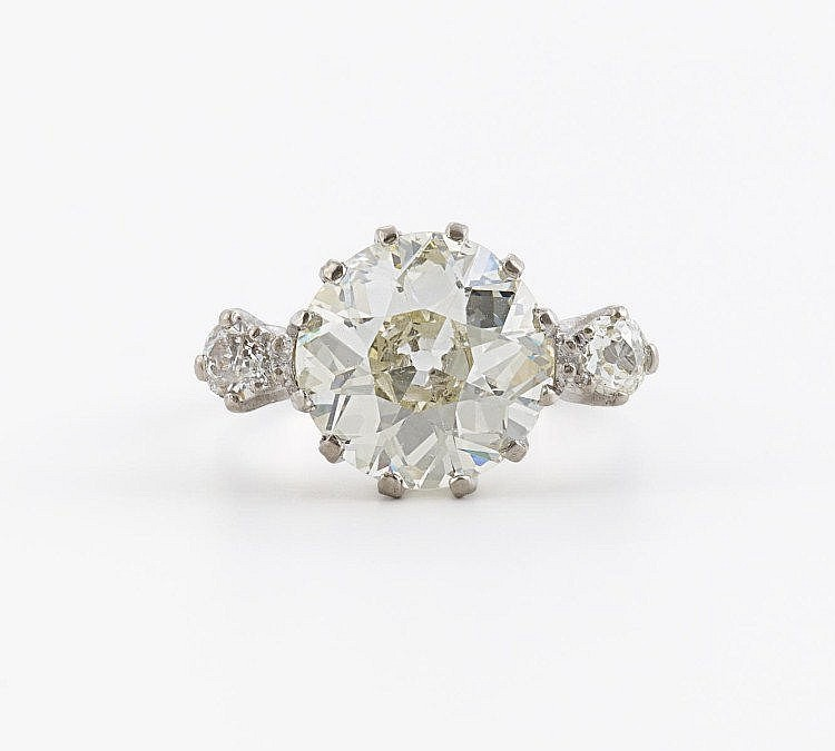 Antique Diamond Ring. 750/- white gold, weight:
