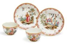 PAIR OF PORCELAIN CUPS AND SAUCERS WITH CHINOISERIES